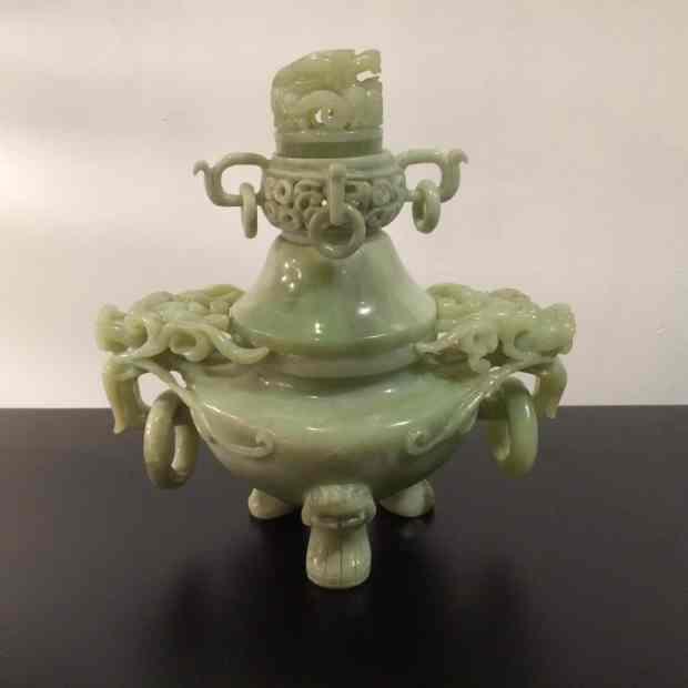 brûle-parfum en jade néphrite, XXeme. (c) Antiquités Véronique Trindade