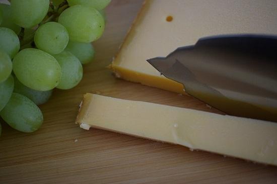 Panoramaknife Matterhorn 1 Käse geschnitten mit Messer Probenqueen