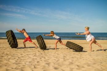 Fitness am Ostsee Strand der Insel Ruegen. Im Ostseebad Goehren.