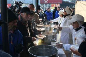 Primaria a pregatit 2.500 portii de fasole cu carnati de Ziua Nationala a Romaniei