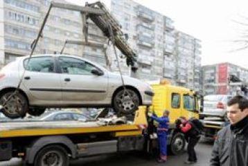 Masinile parcate ilegal ar putea fi ridicate de un serviciu specializat