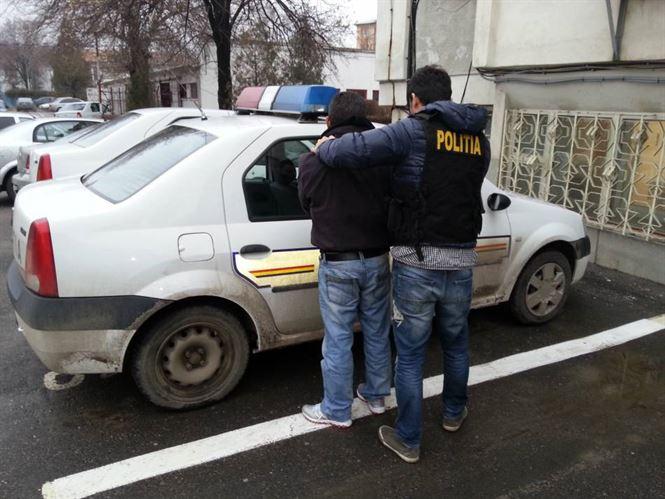 Doi bărbați din Valea Cânepii arestați preventiv pentru tâlhărirea unui brăilean