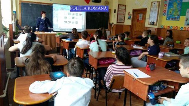 Politistii de proximitate in preajma scolilor si a elevilor