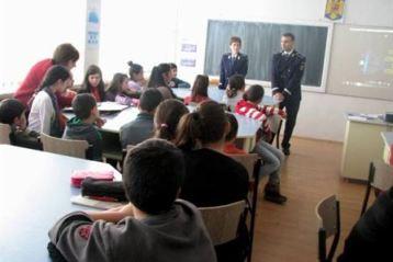 Politistii, intre elevii din Liceul Anghel Saligny