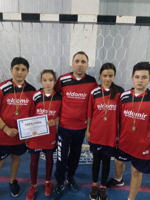 Școala Berteștii de Jos câștigătoare a etapei județene a Olimpiadei Gimnaziilor la badminton