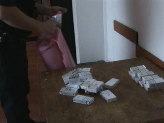 Țigări de contrabandă oferite de un brăilean la colț de stradă