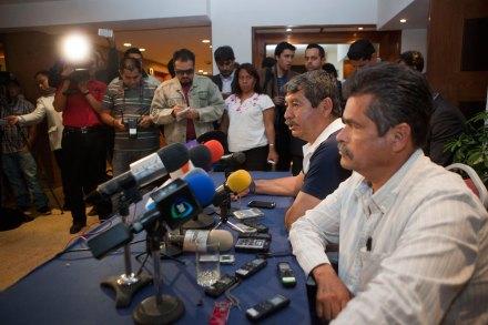 Los líderes del movimiento magisterial, Rubén Núñez y Juan José Ortega Madrigal. Foto: Octavio Gómez