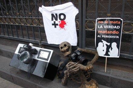 Periodistas protestan en la Segob.  Foto: Hugo Cruz