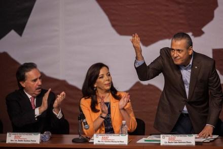 Gamboa, Monroy del Mazo y Beltrones durante el consejo nacional del PRI.  Foto: Octavio Gómez