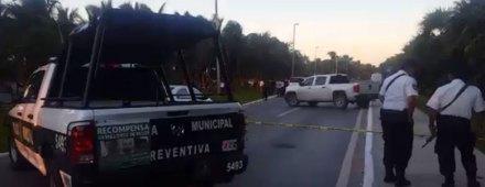 Policías en la zona hotelera de Cancún.  Foto: Noticaribe