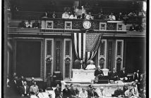 President Woodrow Wilson stands at the front of the US Congressional Chamber.