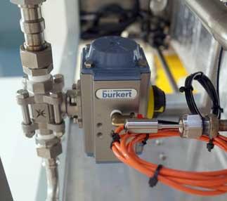 球阀和执行器控制水进入反应釜