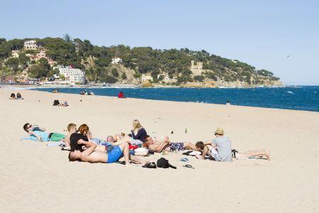 alkoholici na pláži