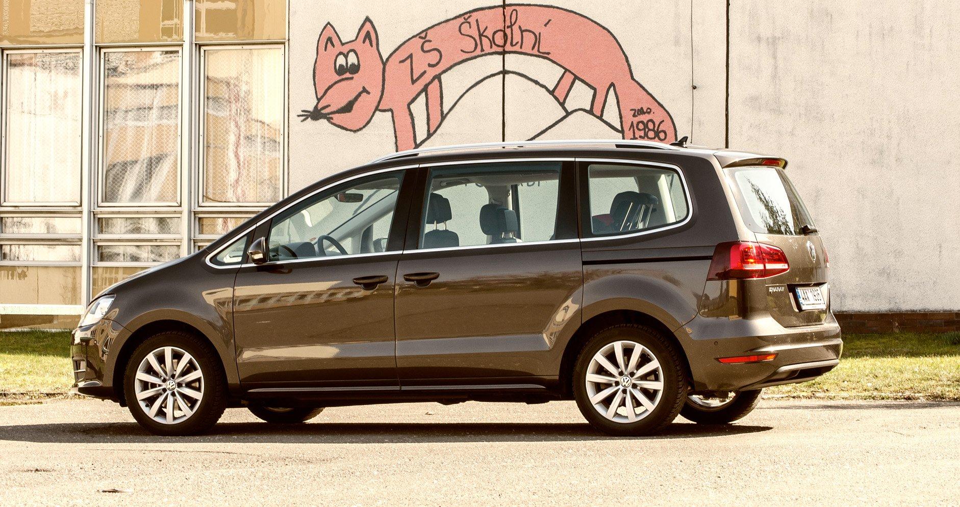 Sedm lidí v autě. Jak vybrat rodinné auto, když je vás trochu víc?
