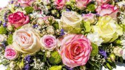 Ženy milují květiny