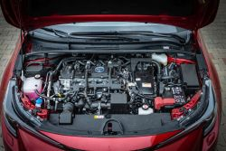 Motor funguje skvěle, pokud nepotřebujete jet na plný plyn. Pak je tichý, má slušná zátah a nízkou spotřebu.