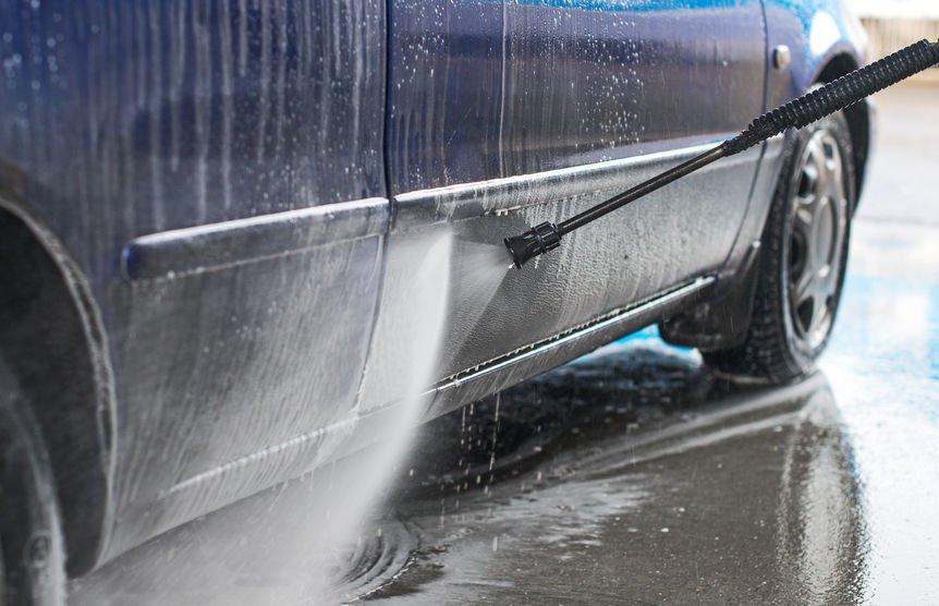 Ochrana karoserie auta před zimou se vyplatí. Poradíme vám, jak na to