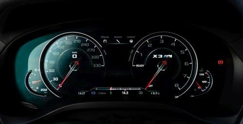 Při 50 km/h se ručička sotva pohne.