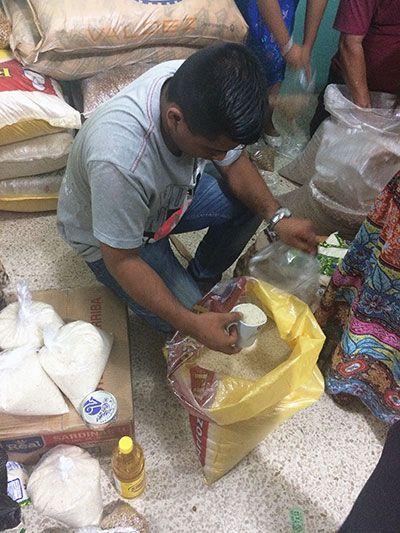 reparto ayuda terremoto ecuador