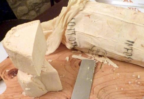 formaggio-di-fossa-640x440