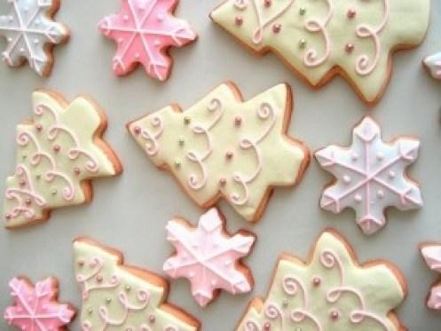 biscotti-natalizi-con-glassa-e-pasta-di-zucchero