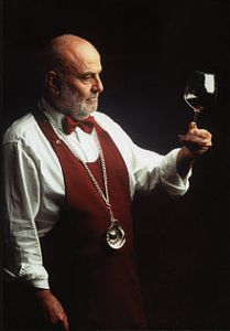 220px-Sommelier_F.I.S.A.R.