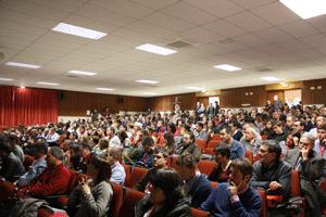 Se registró un nivel de asistencia muy alto que completó el aforo del salón de actos.