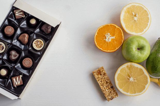 el-poder-de-los-habitos-saludables-crear-cambiar-habito-chocolate-fruta