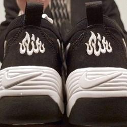 Nike ''Allah'' Yazılı Ayakkabı