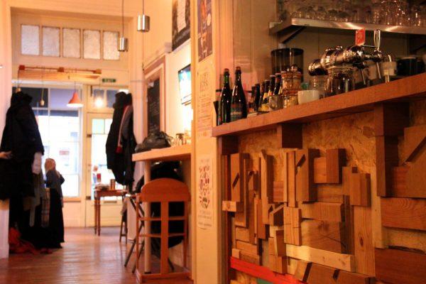 Entrée et bar de L'Harmonium (Crédits : Pierre Monastier)