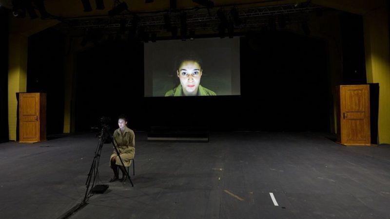 'Roberto Zucco. Prologue sur le théâtre' de Yann-Joël Collin: entre accouchement d'une parole et enfermement télévisuel