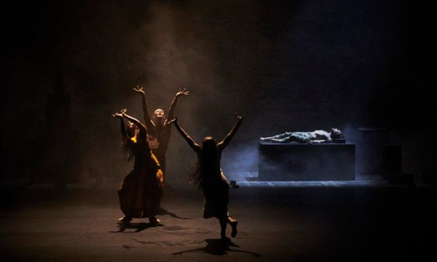 """Outwitting the devil"" d'Akram Khan : le palais des papes sous l'effondrement"