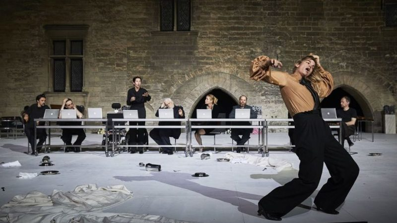 "Festival d'Avignon – ""Architecture"" de Pascal Rambert: «ah ah beuh bloug rreugrr pi pi!»"