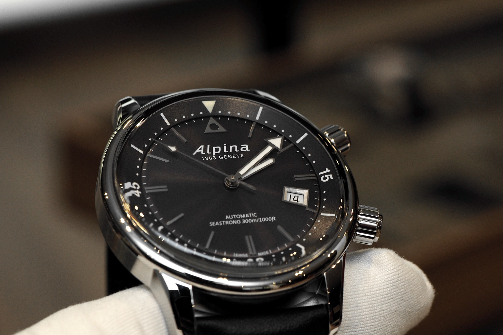 Professional Watches HandsOn With The Alpina Seastrong Diver - Alpina diver watch