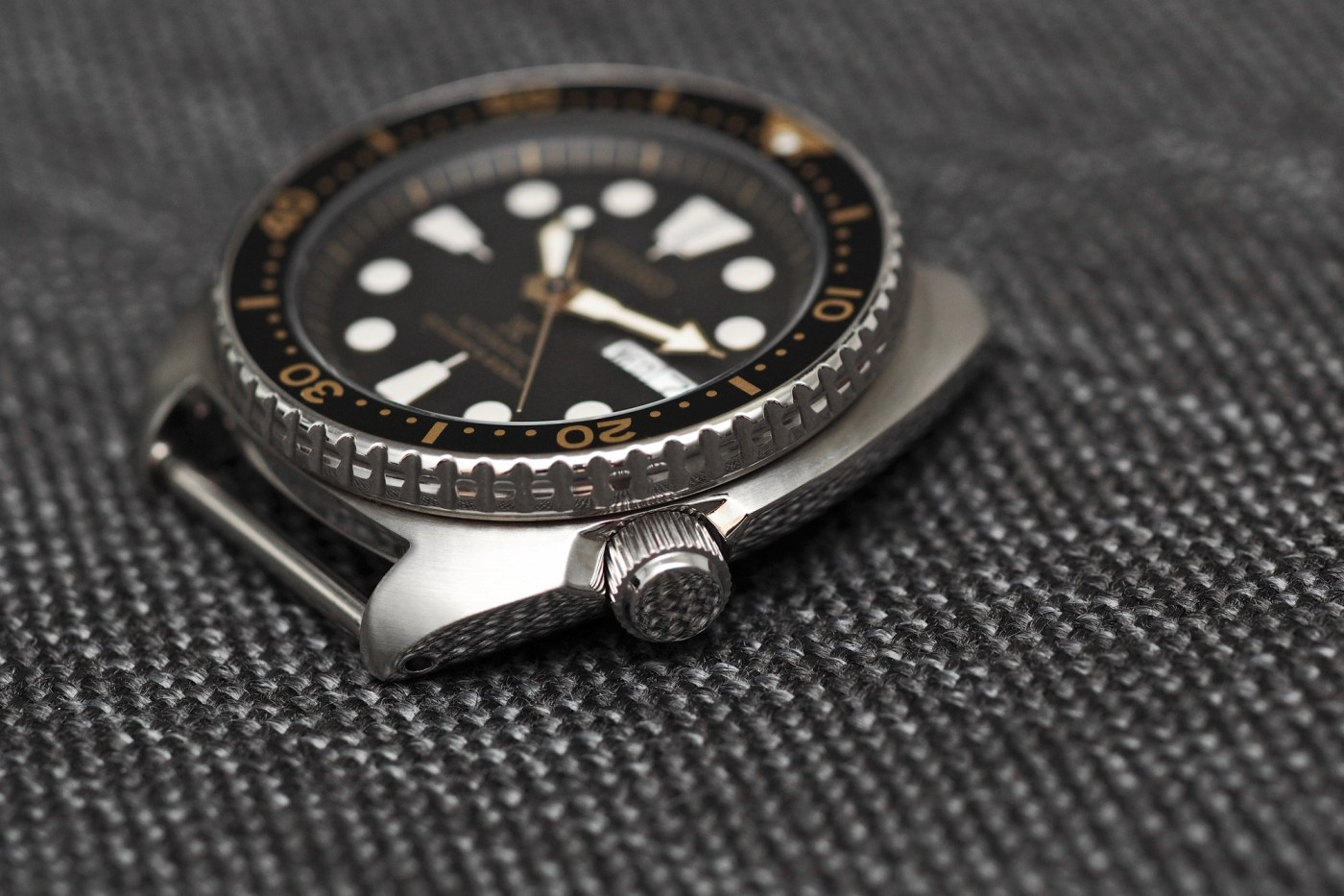 Case side detail Seiko SRP775 diver