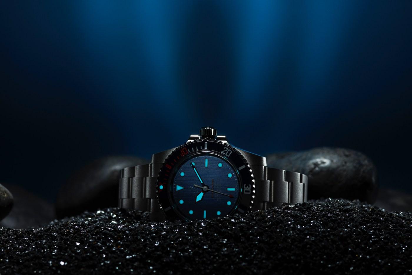 Artisans de Genève Rough Matte Diver Submariner lumeshot