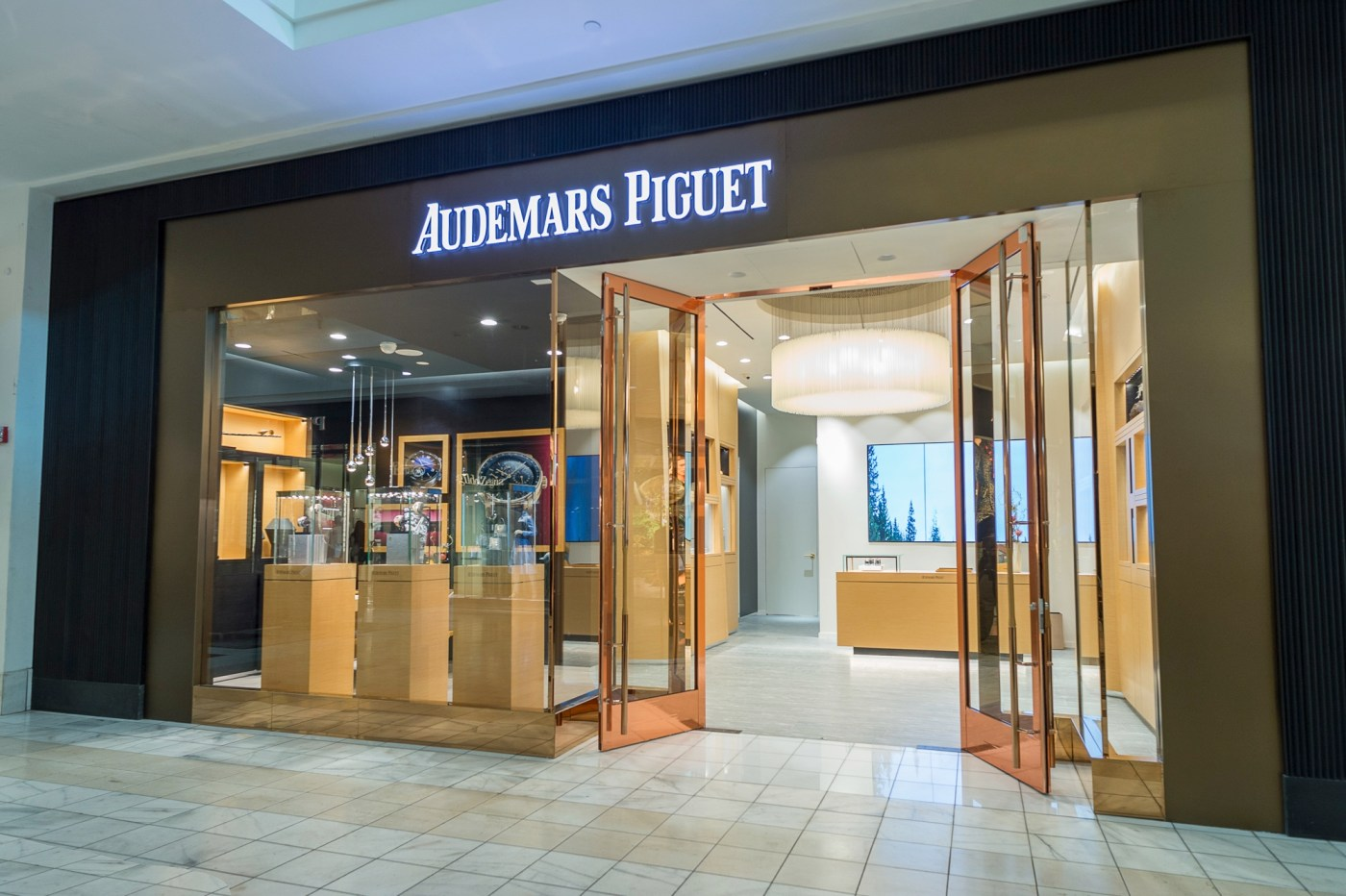 Audemars Piguet WOS Atlana storefront