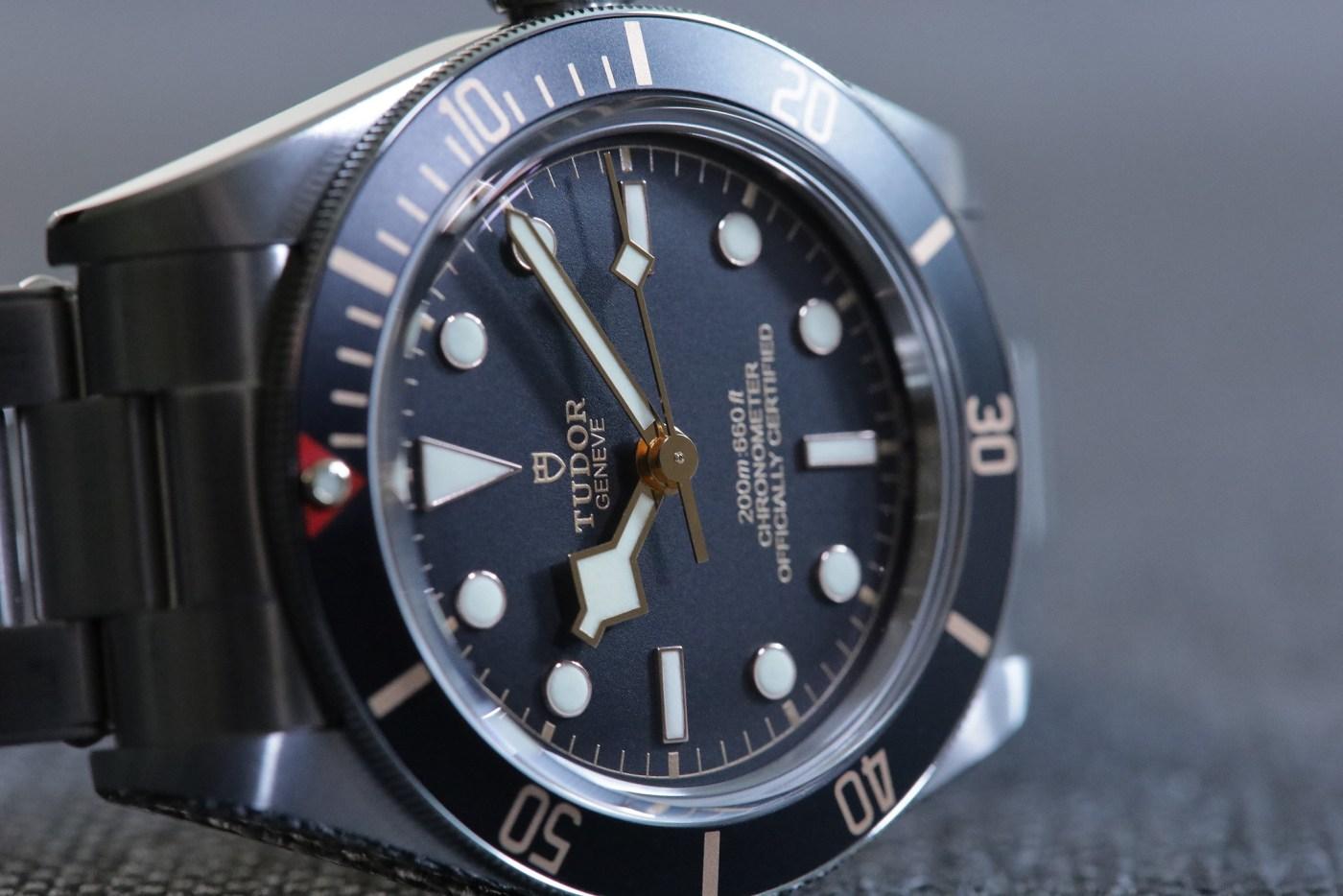 BB58 side dial detail