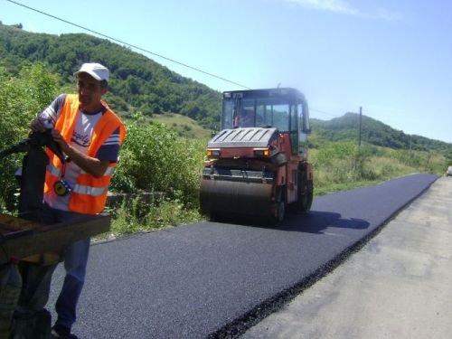 Contract de 18 mil euro pentru modernizarea drumurilor judetene