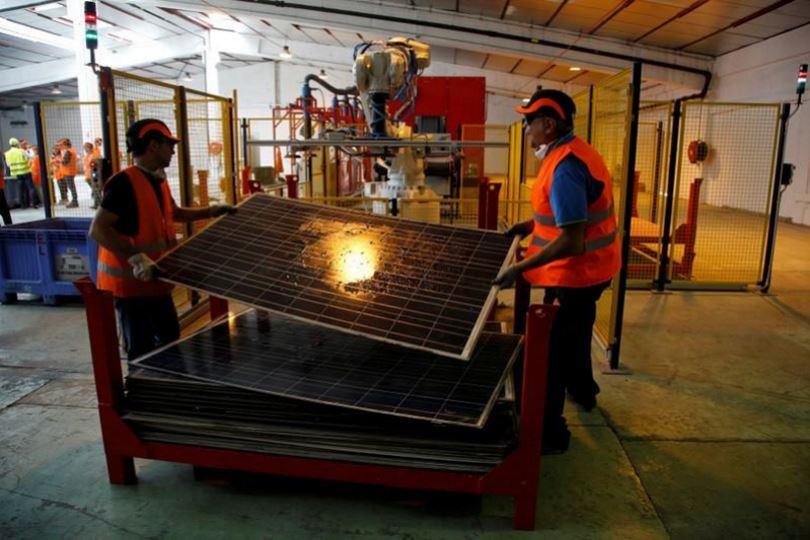Veolia-ανακύκλωση-ηλιακών πάνελ