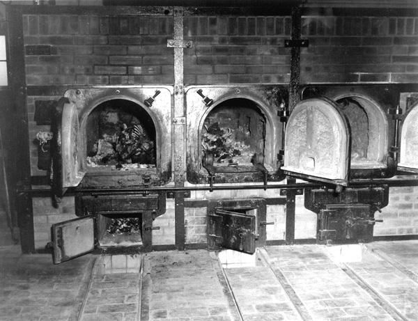 https://i1.wp.com/www.profit-over-life.org/teachers_guide/images/germany/buchenwald_kz/buchenwald_crematorium_bones.jpg