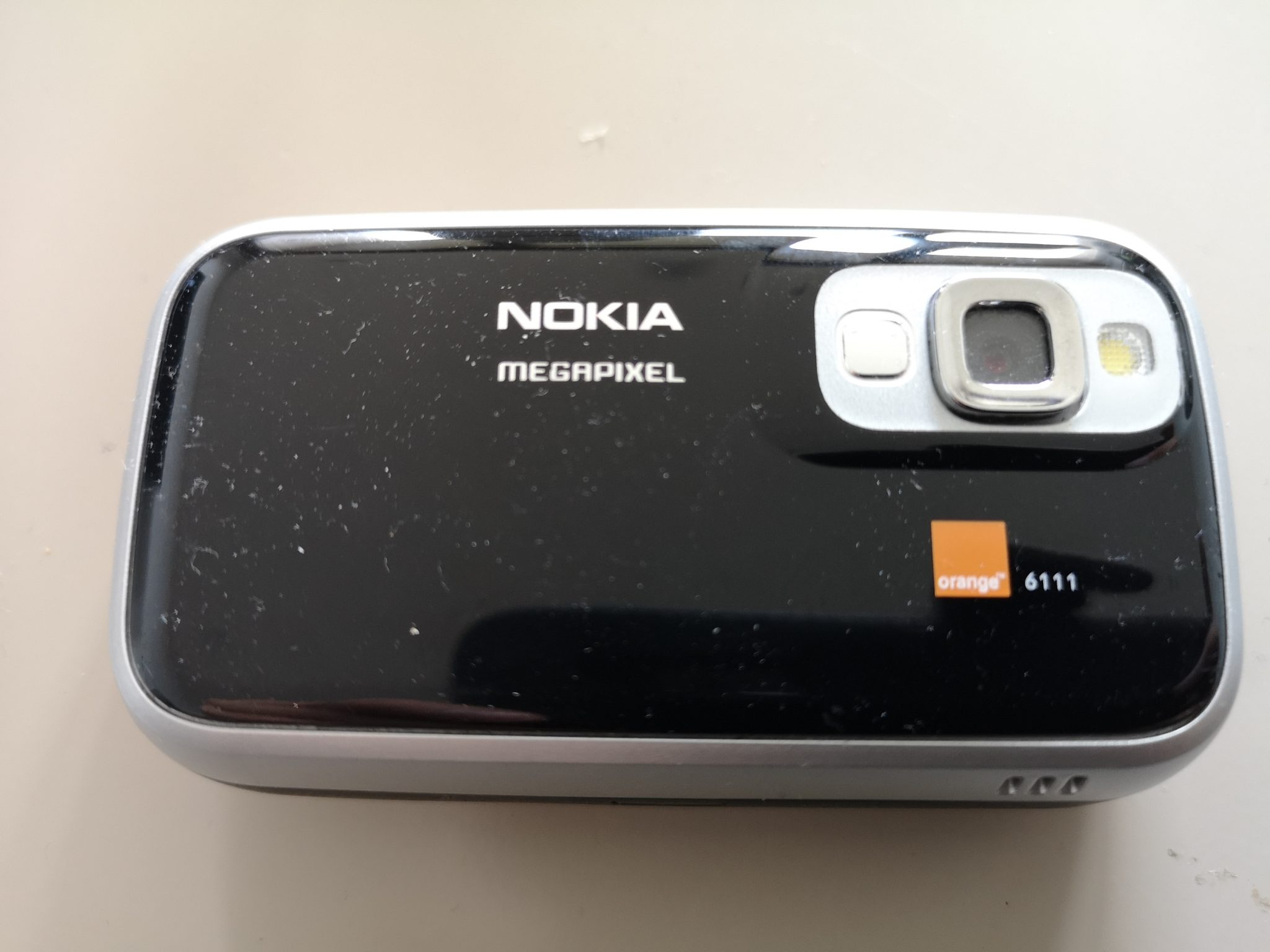 Nokia 6111 Review - Ultra Portable Full-Featured Retro Phone
