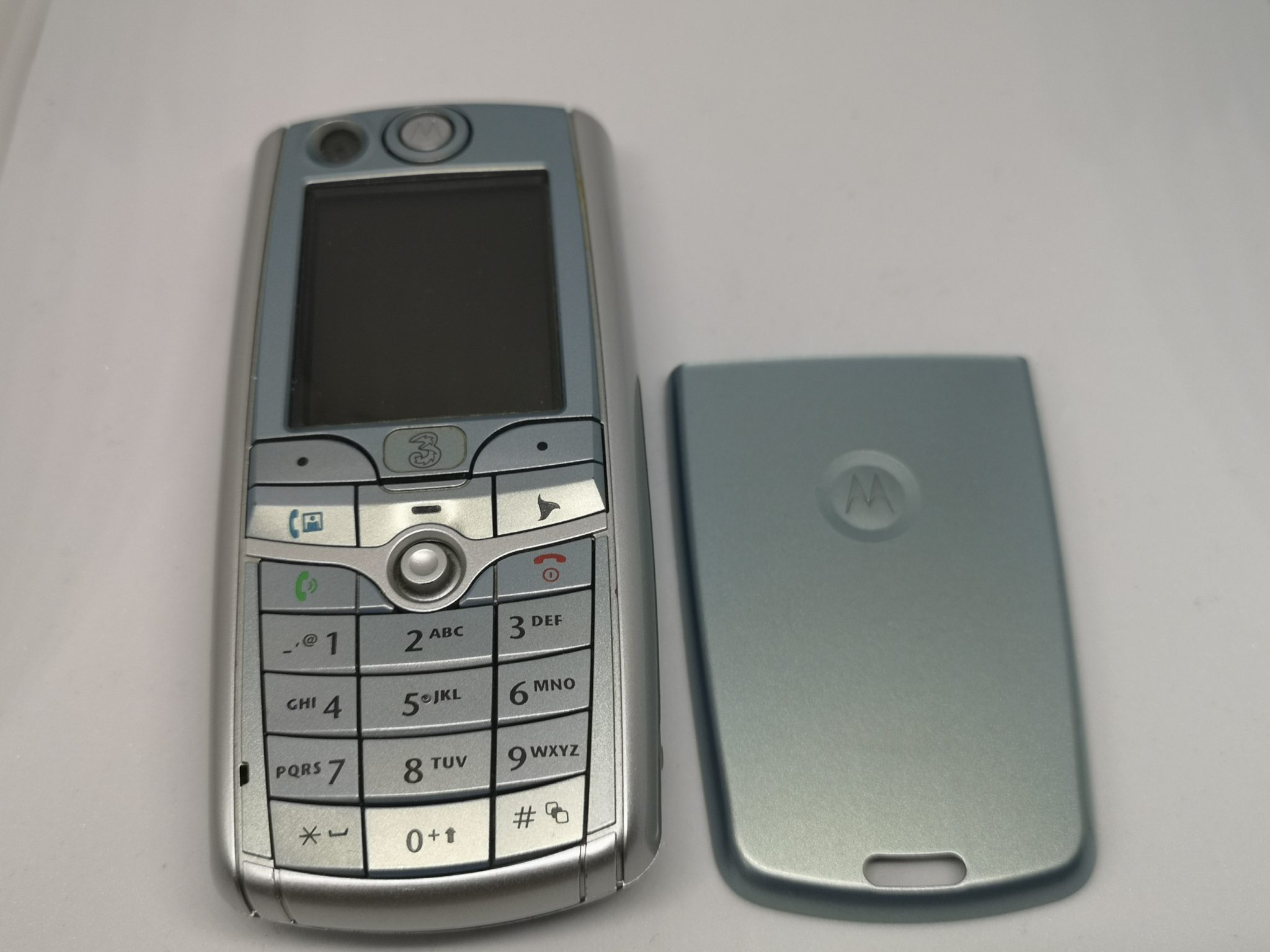 Motorola C975 Review - Functional Mobile Phone in Plus Size