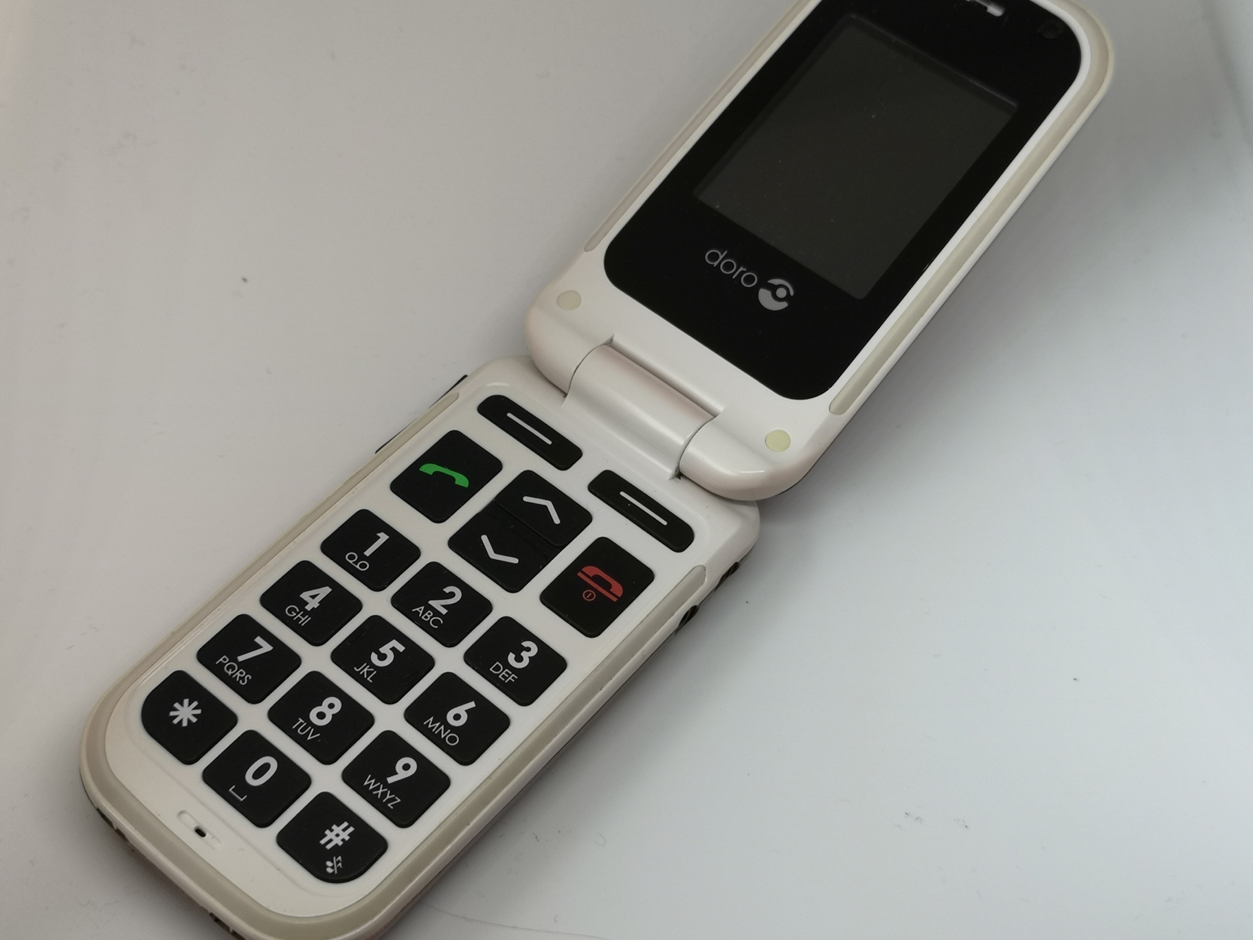 Doro PhoneEasy 410 Review - Flip Style, Big Buttoned Handset