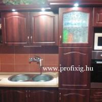 Mahagoni színű konyhabútor