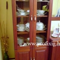 Üveges vitrin szekrény