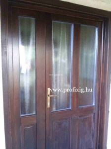 Díszüveges bejárati ajtó