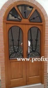 Íves üveges fa bejárati ajtó
