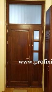 Fa bejárati ajtó oldal és felülvilágítóval
