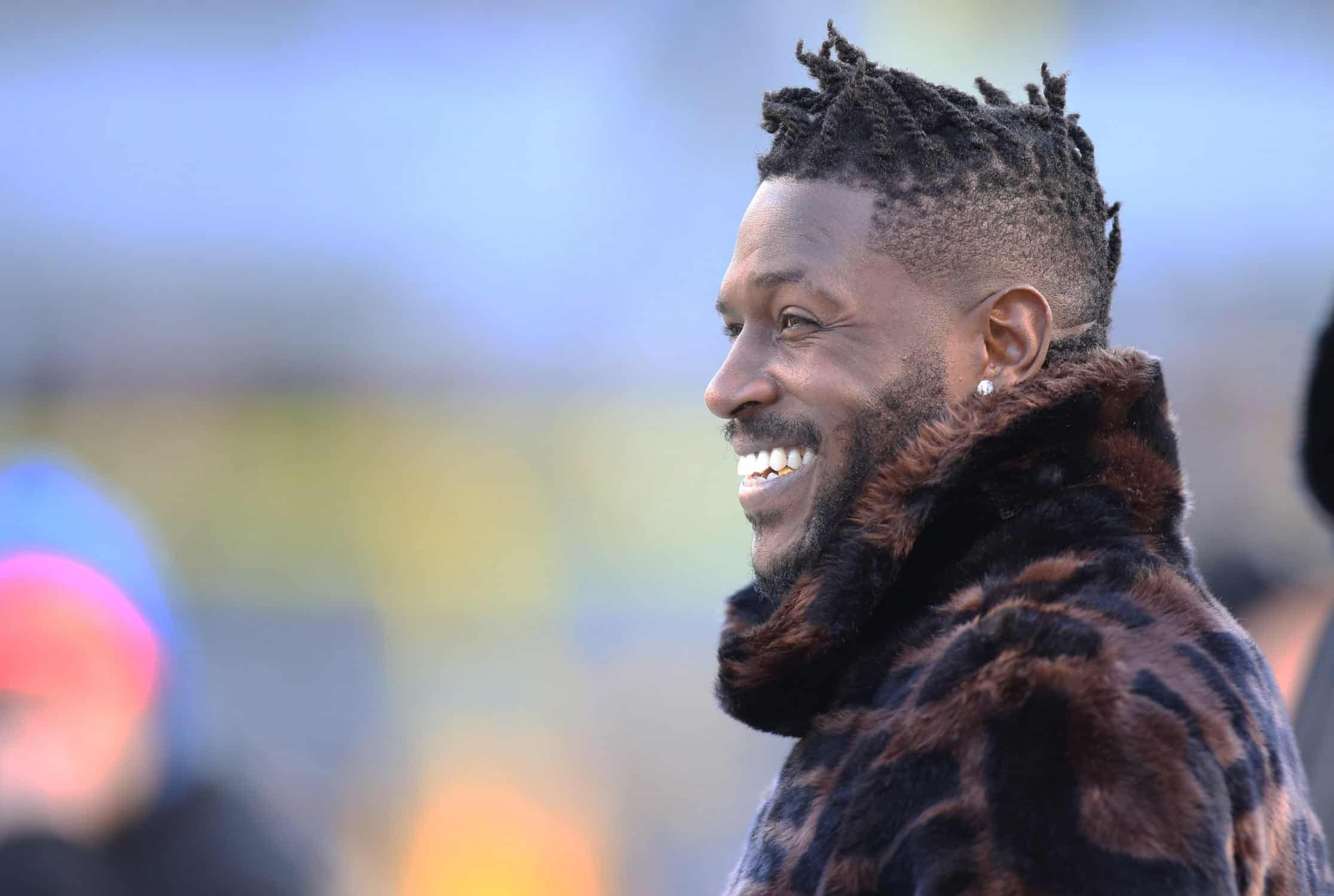 Patriots sign wide receiver Antonio Brown hours after the Raiders release him